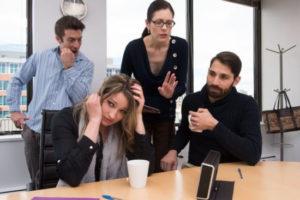 職場にいるうるさい人の特徴と対策