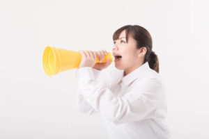 職場でおしゃべりが止まらない人の特徴と対策