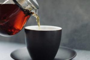カップに注がれるお茶